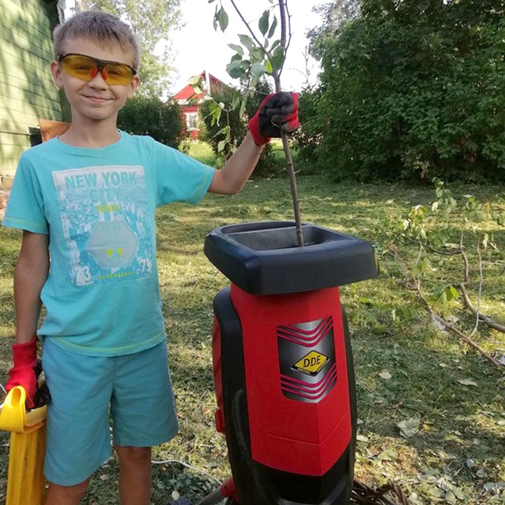 Фото Измельчитель садовый электрический DDE SH2540 Вомбат 2500 Вт, 3650 об/мин, до 40 мм, колеса, 11.9 кг {SH2540} (7)
